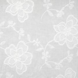 Tissu coton blanc à motif fleuri brodé - pretty mercerie - mercerie en ligne