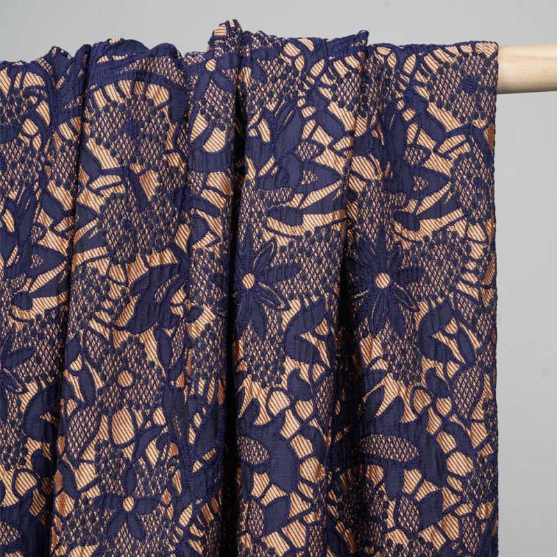 Tissu jacquard sergé toast et motif fleuri effet dentelle bleu - pretty mercerie - mercerie en ligne