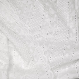 Tissu coton blanc à bandes brodés graphique et ajourés x 10cm