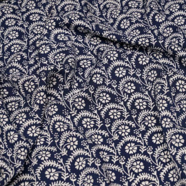 Tissu viscose bleu motif fleuri blanc et tabac x 10cm