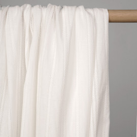 Tissu coton brodé blanc cassé motif lignes tressées et ajourées - pretty mercerie - mercerie en ligne