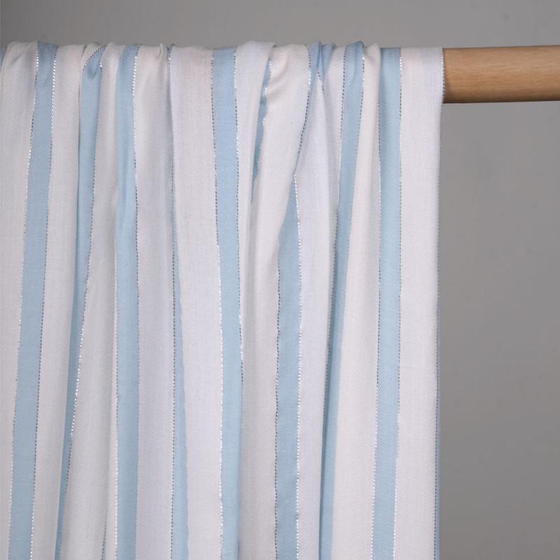 Tissu viscose blanc rayé bleu ciel et fil argent - pretty mercerie - mercerie en ligne
