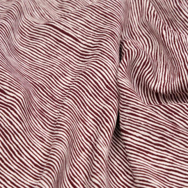 Tissu viscose blanc cassé à motif rayures déstructurées bordeaux x 10 cm