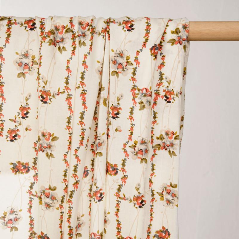 Tissu viscose blanc cassé à lignes et motifs fleuris - pretty mercerie - mercerie en ligne