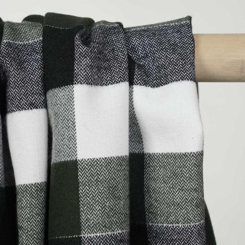 Tissu Flanelle de coton à carreaux et chevrons noir vert blanc cassé et fil argent - pretty mercerie - mercerie en ligne