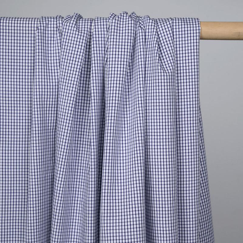 Tissu coton blanc à motif carreaux tissés bleus - pretty mercerie - mercerie en ligne