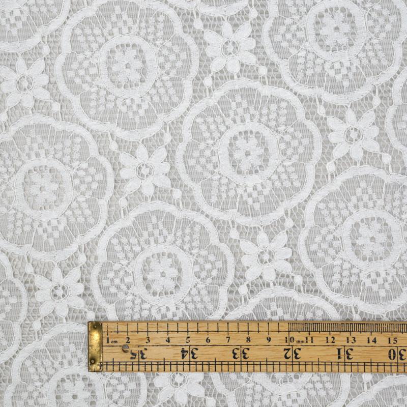 Tissu dentelle blanc cassé motif romantic flower - pretty mercerie - mercerie en ligne