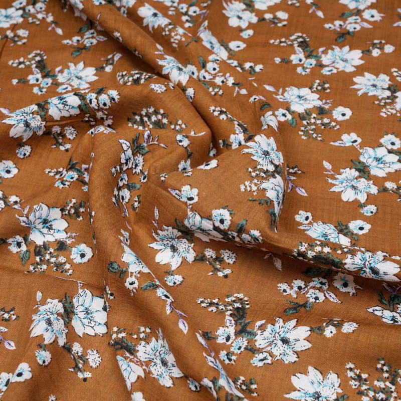 Tissu coton et viscose adobe à motif fleuri blanc bleu et vert  - pretty mercerie - mercerie en ligne