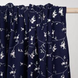 tissu polaire maille bleu patriote à motif fleurs brodées - pretty mercerie - mercerie en ligne