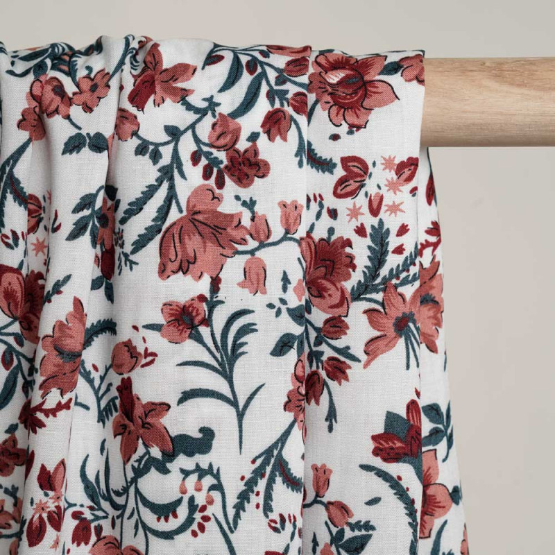 Tissu viscose blanc cassé à motif fleuri legion blue terra cotta et rouge ocre - Pretty Mercerie - mercerie en ligne