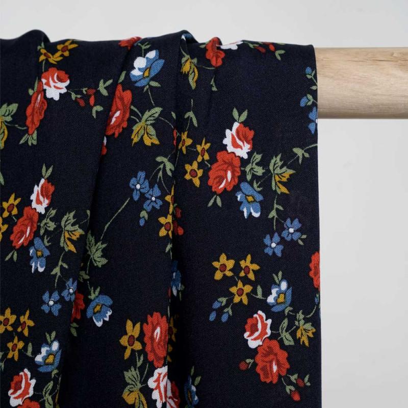 Tissu viscose bleu nuit à motif fleuri miel doré bleu vert et rouge Pretty Mercerie - mercerie en ligne