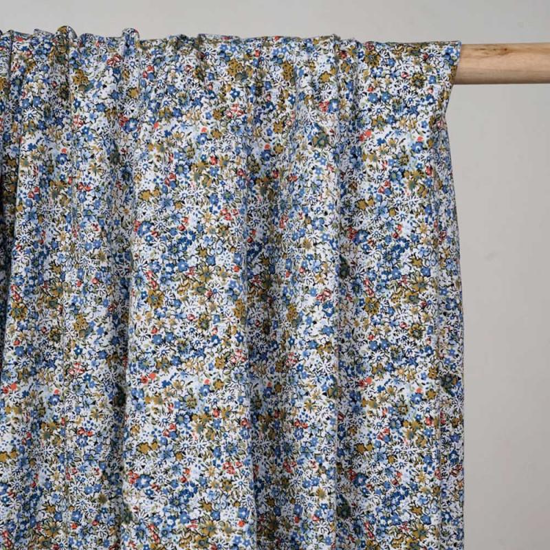 Tissu coton blanc à motif fleuri bleu denim caramel vert et corail -pretty mercerie - mercerie en ligne