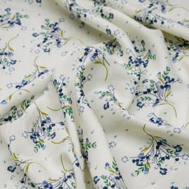 Tissu viscose écru à motif bouquet fleuri vert et bleu x 10 cm