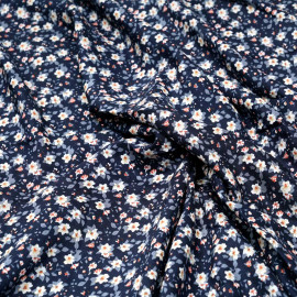 Tissu viscose bleu estate à motif fleuri blanc ocre et nectarine x 10 cm