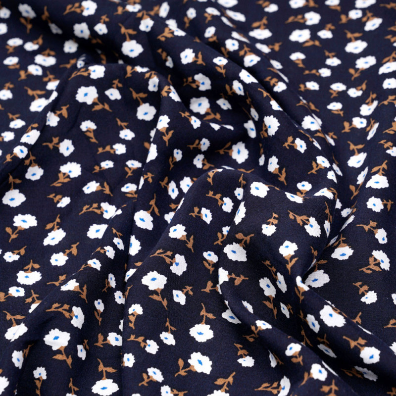 Tissu viscose bleu éclipse à motif fleuri blanc bleu et noisette - pretty mercerie - mercerie en ligne