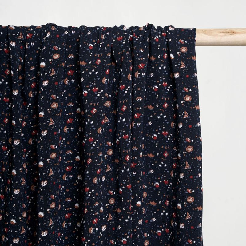 Tissu viscose bleu éclipse à motif fleuri camel bleu rouge et blanc - pretty mercerie - mercerie en ligne