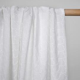 Tissu coton brodé blanc cassé à motif coeurs - pretty mercerie - mercerie en ligne