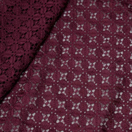 Tissu dentelle prune à motif fleuris quatre pétales x 10cm
