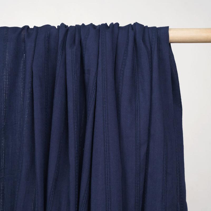 Tissu coton true navy à motif rayures brodées  - pretty mercerie - mercerie en ligne
