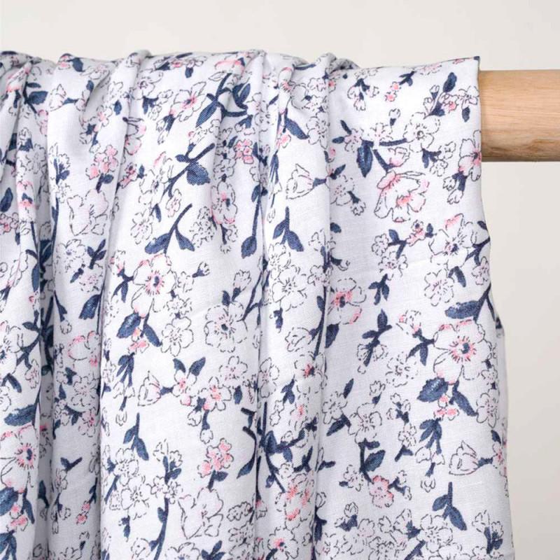 Tissu viscose blanc imprimé petites fleurs roses et bleues  - pretty mercerie - mercerie en ligne