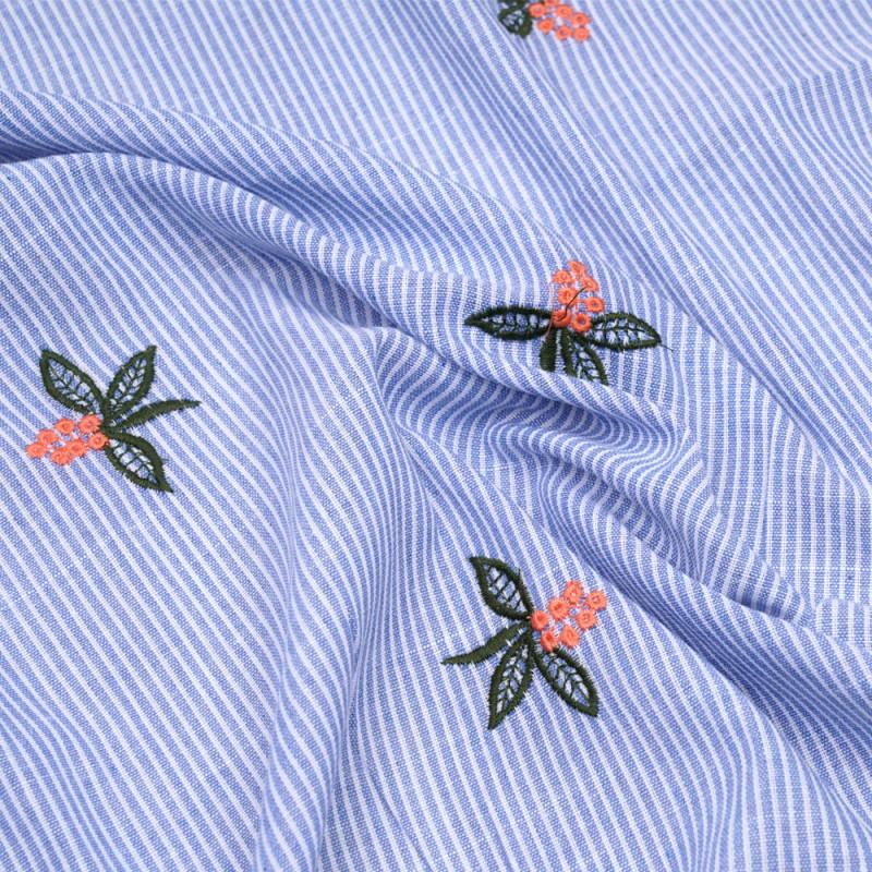 Tissu coton rayé blanc et bleu brodé fleuri  - pretty mercerie - mercerie en ligne