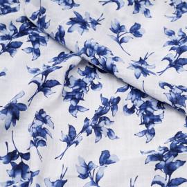 Tissu coton et viscose blanc à motif fleuri bleu mosaique x 10 CM