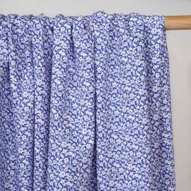 Tissu coton bleu à motif fleuri blanc  - pretty mercerie - mercerie en ligne