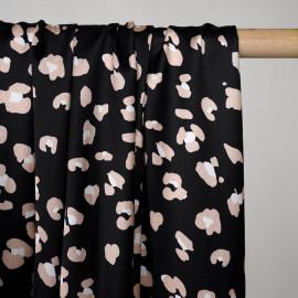 Tissu noir satiné à motif léopard beige et blanc - pretty mercerie - mercerie en ligne
