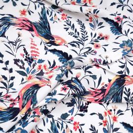 Tissu viscose blanc cassé à motif tropicals oiseaux et fleurs roses, bleus et beiges x 10 CM