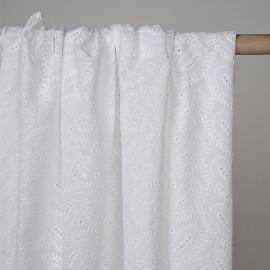 Tissu coton brodé blanc cassé à paisley  - pretty mercerie - mercerie en ligne