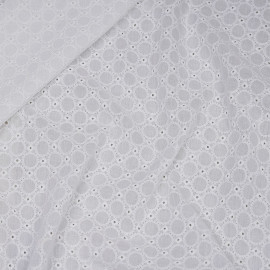 Tissu coton brodé blanc cassé ajouré à motif petit médaillon  x 10cm