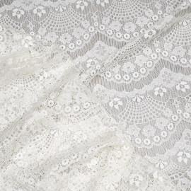 Tissu dentelle blanc cassé satiné à motif coquillage x 10cm