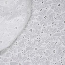 Tissu coton blanc brodés et ajourés marguerites x 10cm