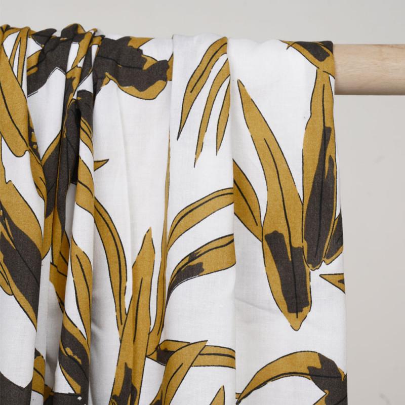 Tissu viscose blanc cassé à motif feuillage ocre et kaki - Pretty Mercerie - mercerie en ligne