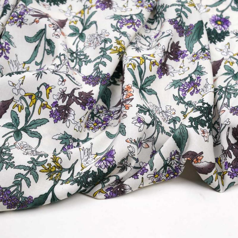 Tissu viscose blanc cassé à motif fleurs des champs vertes, violets et jaunes - Pretty Mercerie - mercerie en ligne