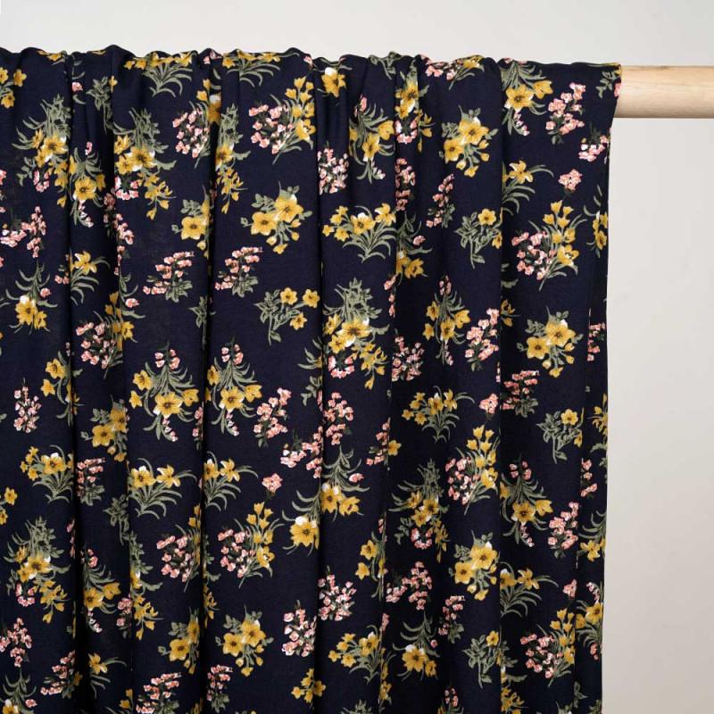 Tissu viscose bleu foncé à motif fleurs des champs moutarde, corail et vert x 10 CM