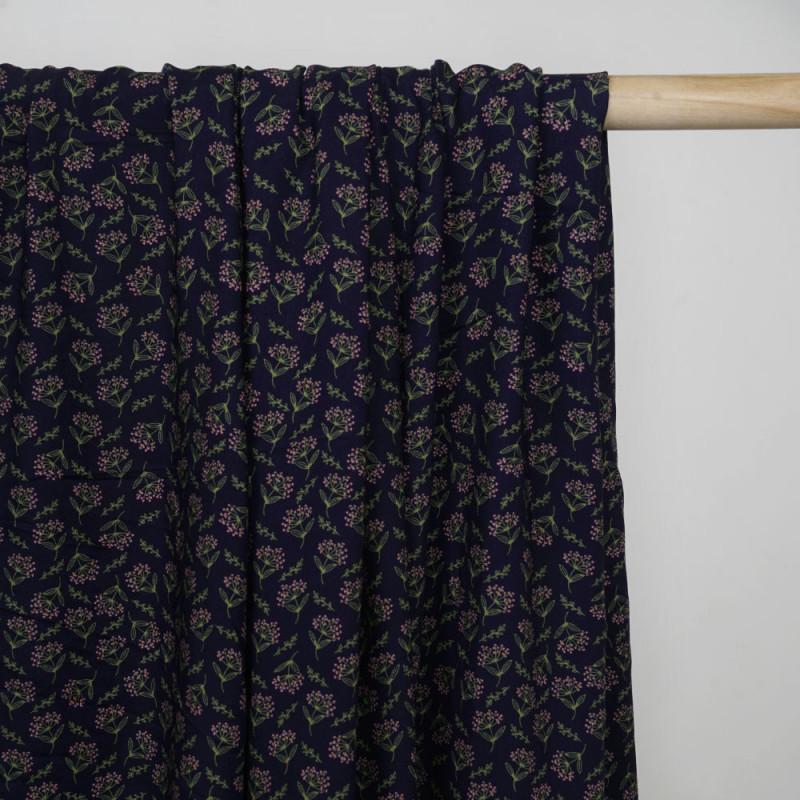 Tissu viscose bleu nuit à motif dandelion rose et vert - pretty mercerie - mercerie en ligne