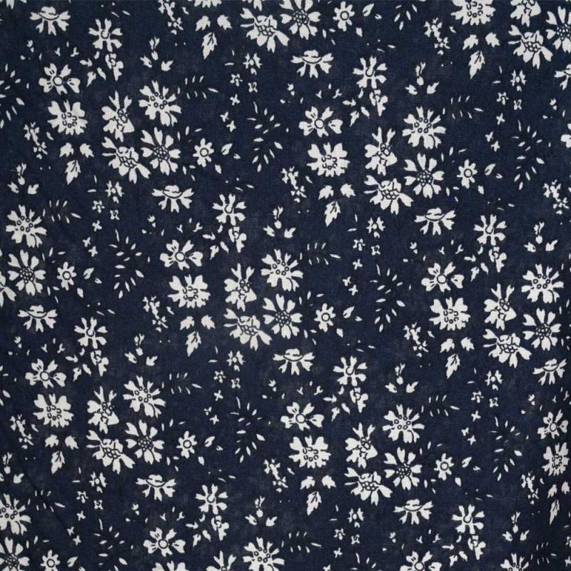 Tissu viscose bleu marine à motif  fleuri blanc - pretty mercerie - mercerie en ligne