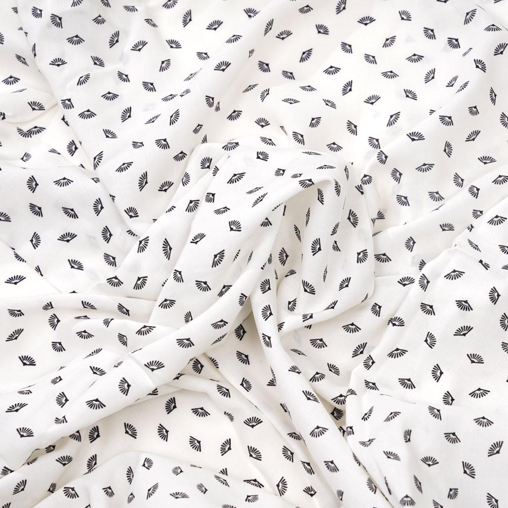 Tissu viscose blanc cassé à motif petits éventails noir - pretty mercerie - mercerie en ligne
