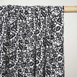 Tissu viscose blanc cassé à motif fleuri noir - pretty mercerie - mercerie en ligne