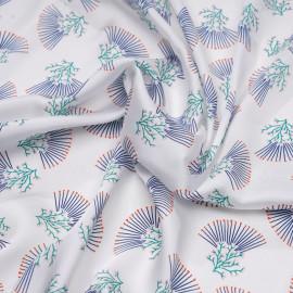 Tissu satiné blanc cassé à motif corail bleu et vert x 10 cm