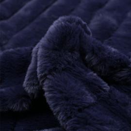 Tissu fausse fourrure bleu éclipse à rayures verticales x 10cm