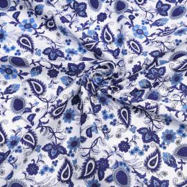 Tissu coton blanc à motif fleuri bleu, azure et lavande X 10 CM