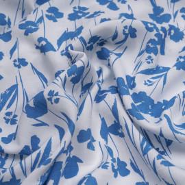 Tissu viscose blanc à motif fleurs bleu azur - pretty mercerie - mercerie en ligne
