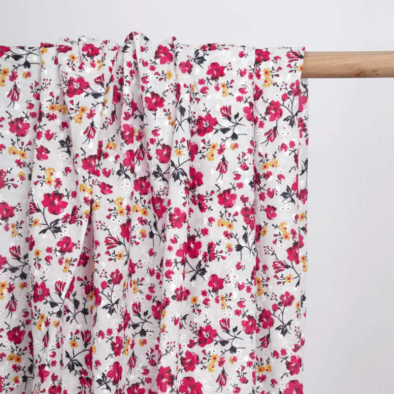 Tissu coton brodé blanc à motif imprimé fleuri rose - pretty mercerie - mercerie en ligne
