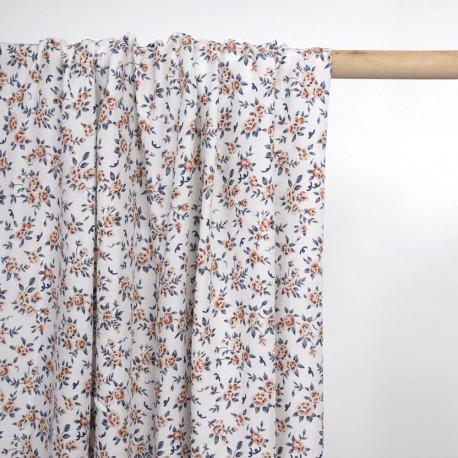 Tissu viscose blanche à motif bouquet de rose rust et bleu   Pretty Mercerie   mercerie en ligne