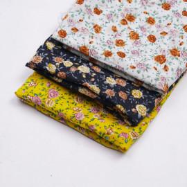 Tissu viscose blanc à motif petite rose mauve, vert pastel et burnt orange  | Pretty Mercerie | Mercerie en ligne