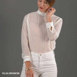 Tissu mousseline blanc à motif brodé marguerite | Pretty Mercerie | mercerie en ligne