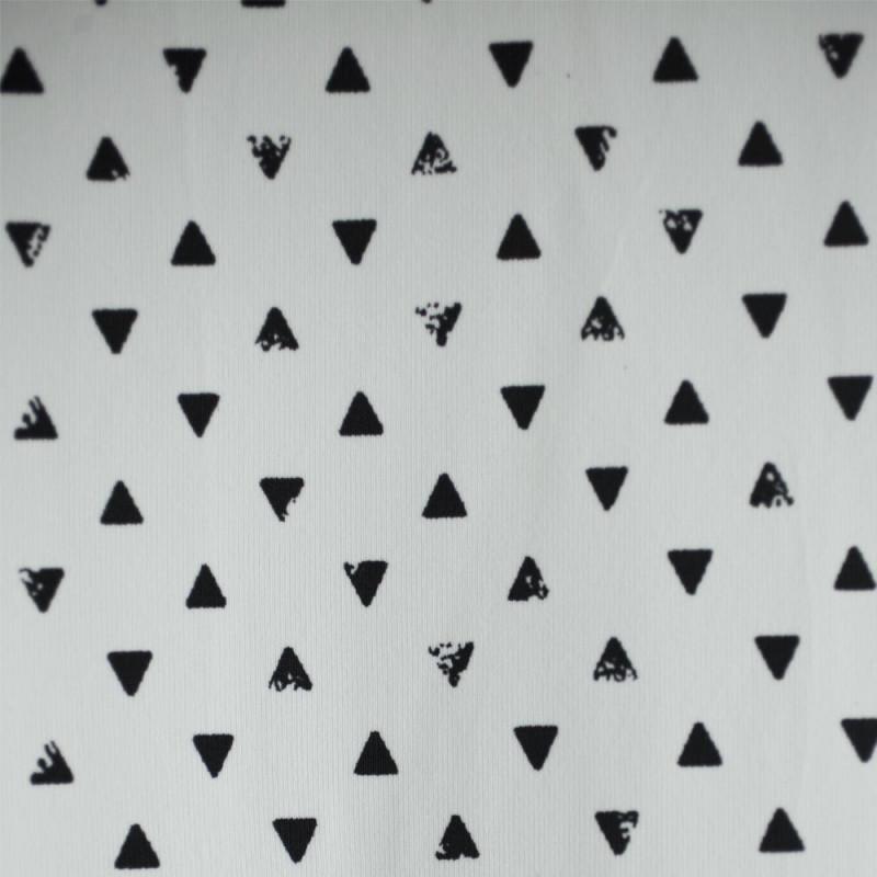 TISSU MAILLOT TRIANGLES BLANC & NOIR  X 10 CM