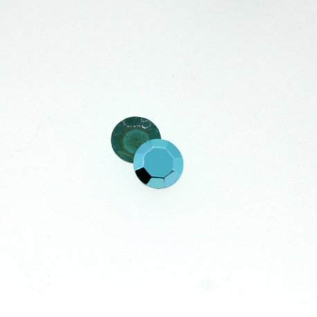 Clous à facettes turquoise